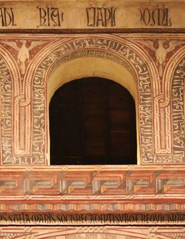 Faux Arabic Script In San Roman Church