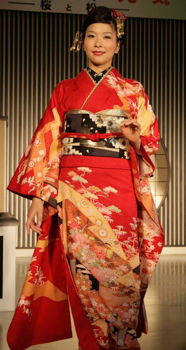 Fashion Show - Red Wedding Dress